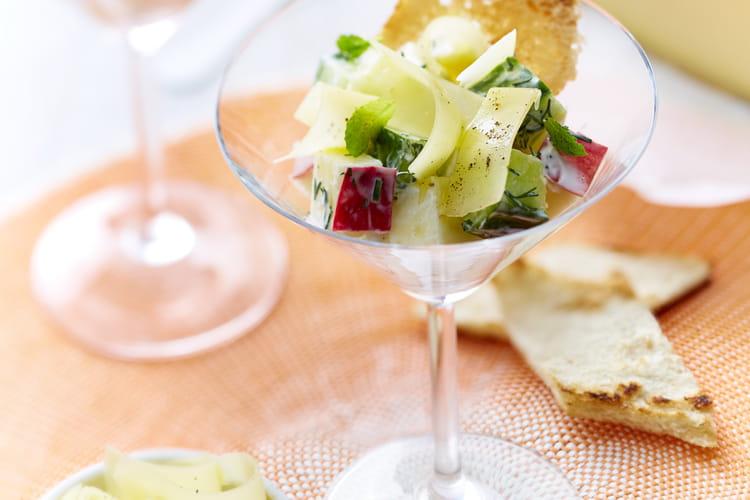 Tzatziki aux pommes, concombre et menthe et copeaux d'Appenzeller