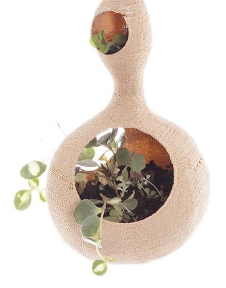 Pot suspendu en fécule de pomme de terre