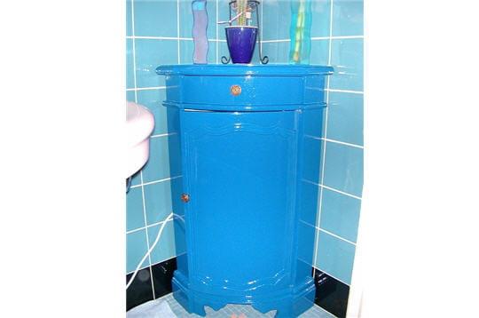 Un meuble bleu profond pour la salle de bains for Meuble chinois bleu