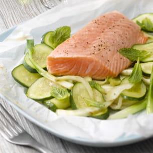papillotes de saumon aux légumes d'été et à la menthe fraîche