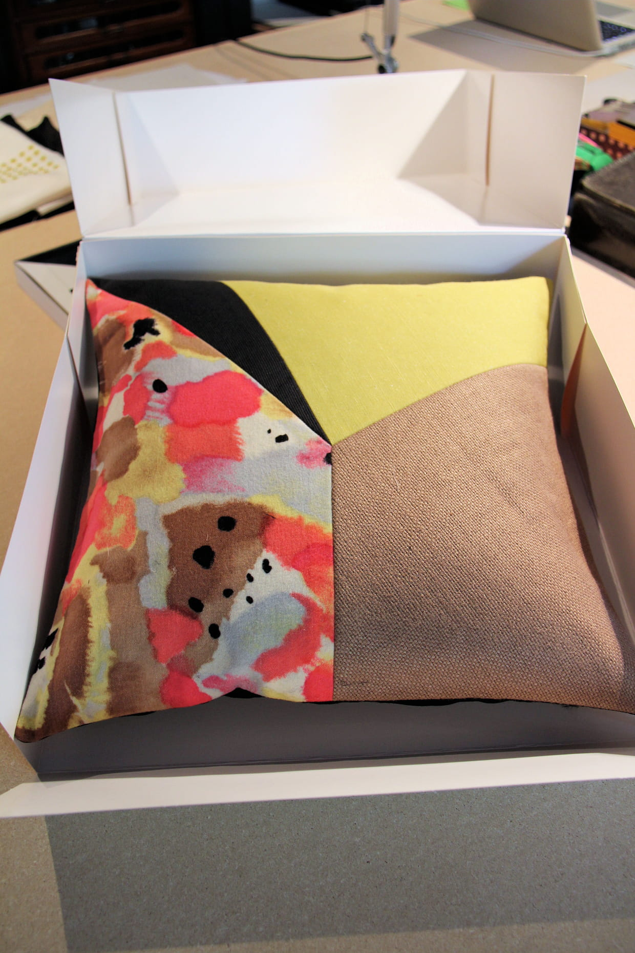 coussin arty collection figure de style. Black Bedroom Furniture Sets. Home Design Ideas