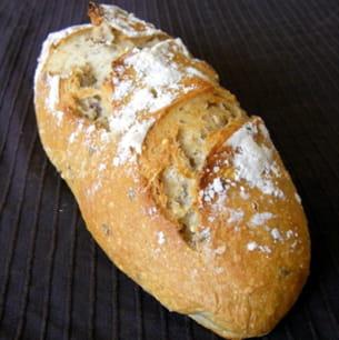pain au kamut, farine de céréales, lin et noisettes