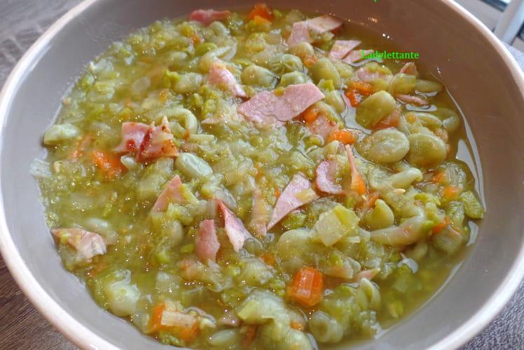 Soupe traditionnelle de fèves au lard