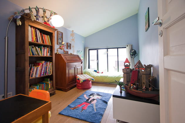 une baie vitr e dans la chambre. Black Bedroom Furniture Sets. Home Design Ideas