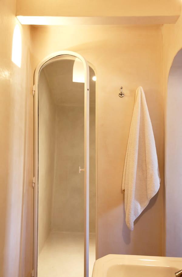salle-de-bains-lumineuse-serviette