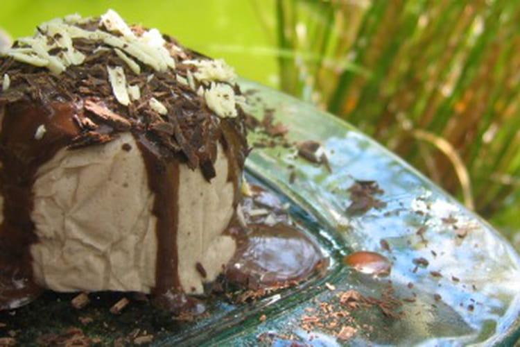 Mousse de banane au gingembre et sauce au chocolat