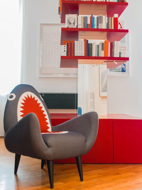 Un fauteuil requin qui a du chien