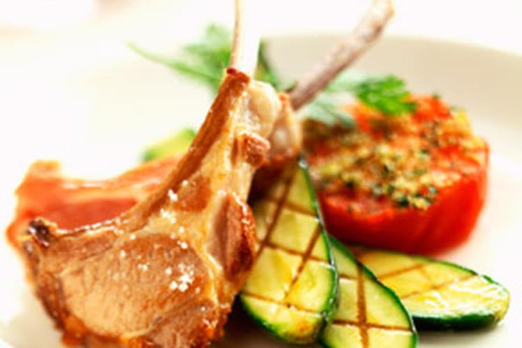 Recette de c telettes d agneau aux courgettes et aux - Cuisiner une selle d agneau ...