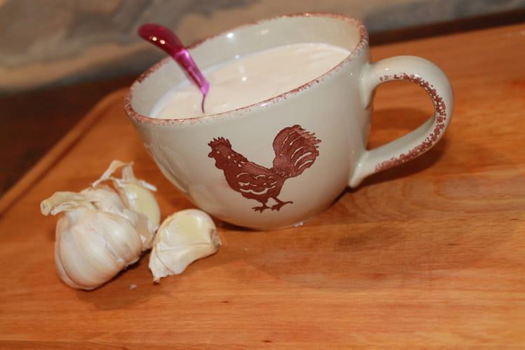 Sauce à l'ail à base de lait