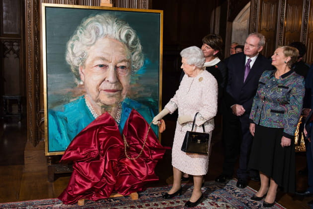 La reine Elizabeth II a dû se voir en peinture
