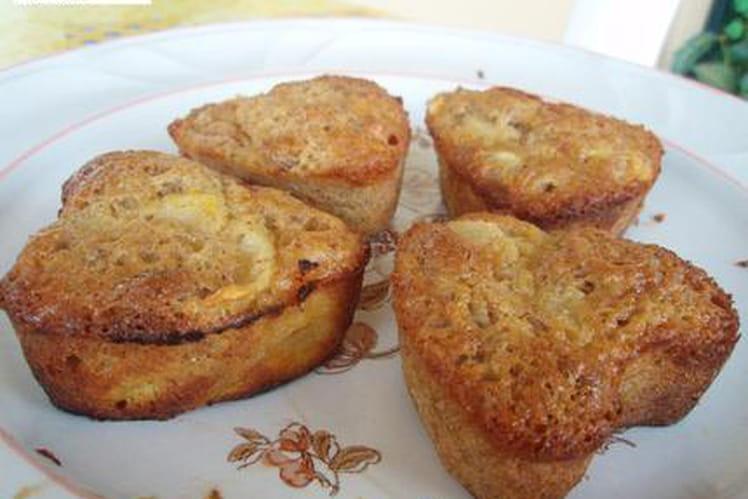 """Petits gâteaux """"coeur"""" macarons et pêches"""