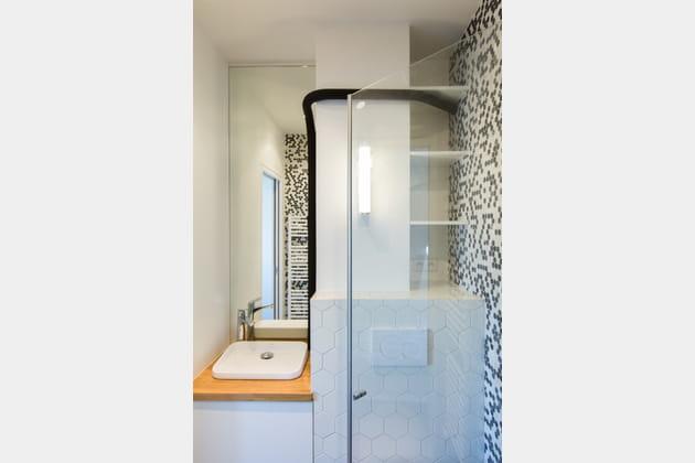 Salle de bains, mini et fonctionnelle