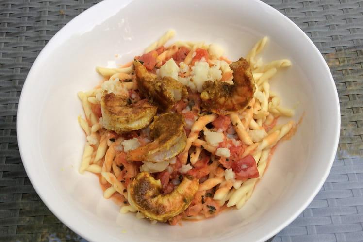 Crevettes au curry Madras et pâtes tomatées