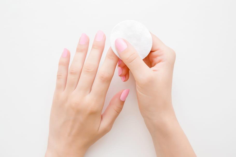Qu'est-ce qu'un cleaner pour les ongles?