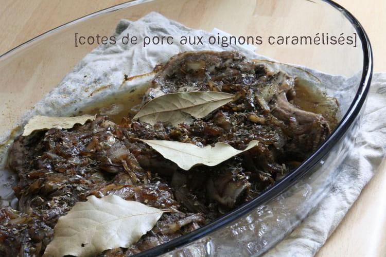 Côtes de porc aux oignons caramélisés