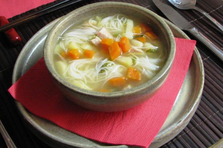 Potage aux crevettes et poulet à la chinoise