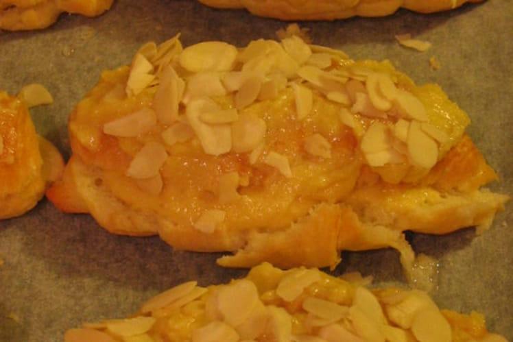 Croissants fourrés à la crème d'amandes