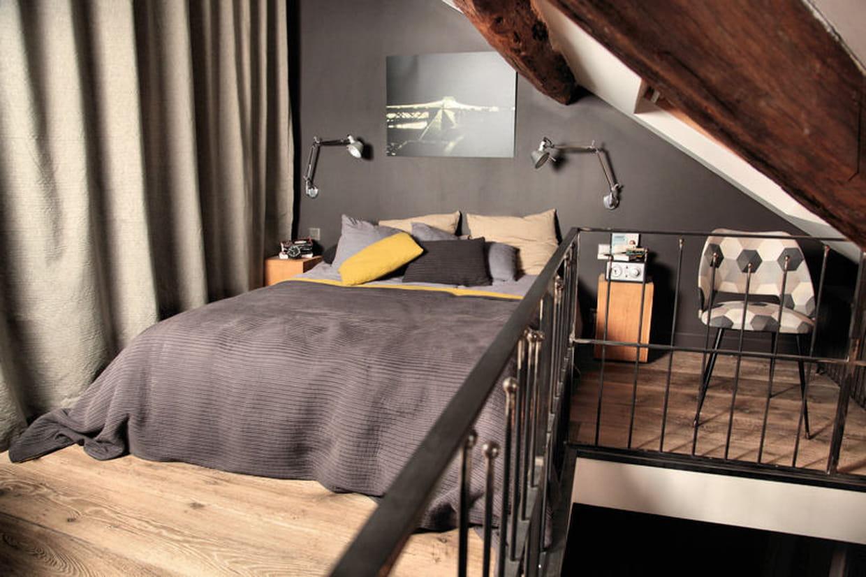 une suite parentale am nag e sous les combles. Black Bedroom Furniture Sets. Home Design Ideas