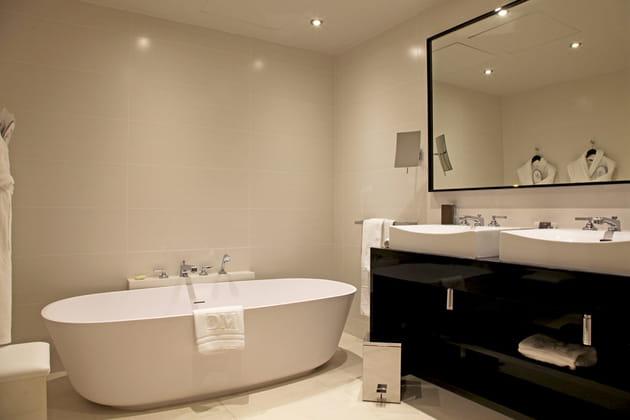 Salle de bains sobre et élégante