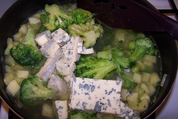 Soupe de pommes de terre aux brocolis