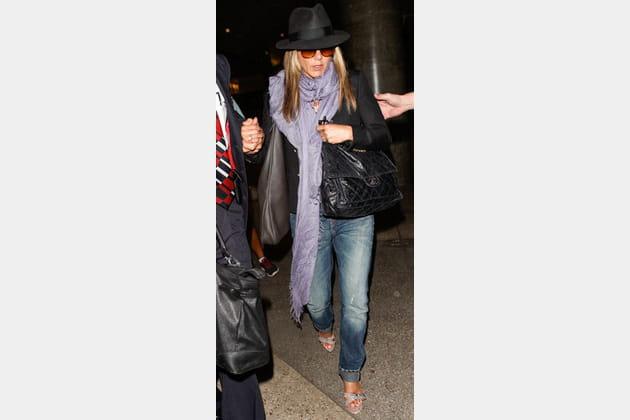 Jennifer Aniston et son jean boyfriend longueur XXL
