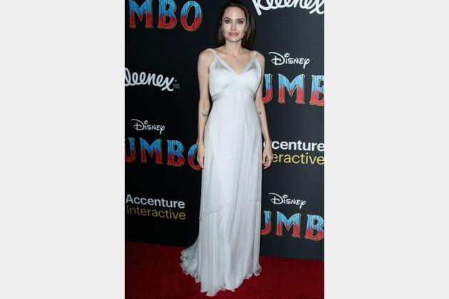 FLOP: Angelina Jolie en robe blanche
