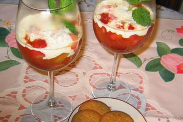 Salade compotée de fraises et rhubarbe
