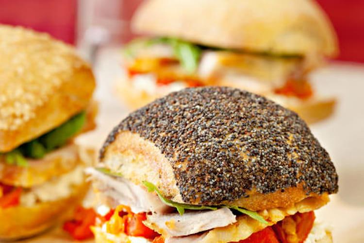 Assortiment de minis sandwichs de filet de dinde rôti