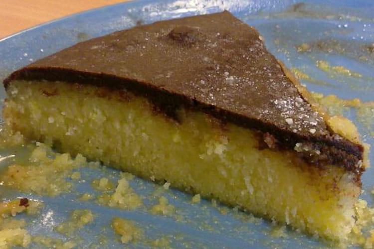 Gâteau à l'orange avec glaçage chocolat