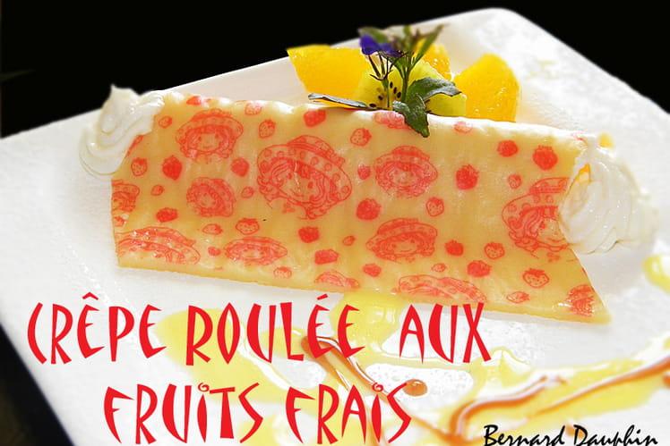 Crêpe roulée charlotte aux fraises aux fruits frais