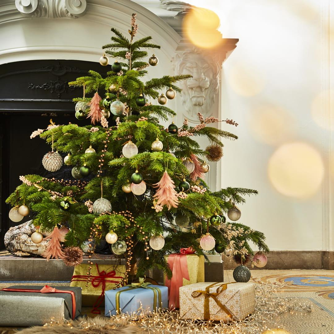 Sapin DéCoré De Noel Comment décorer un sapin de Noël ?