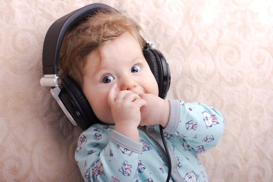 10% des enfants de moins de 2 ans s'endorment avec des écouteurs
