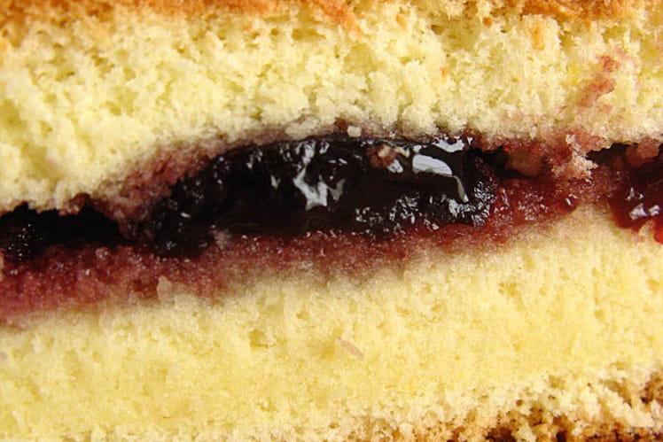 Biscuit de Savoie fourré à la confiture