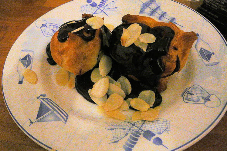Profiteroles pralinées, sauce choco-caramel