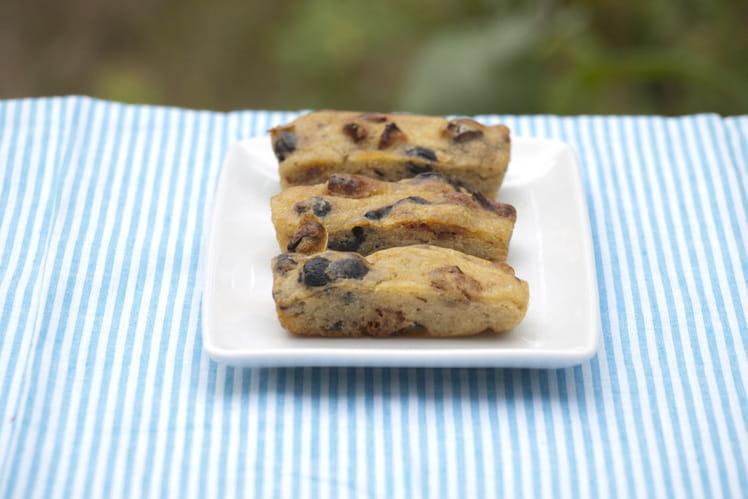Cakes épeautre, tomates séchées, olives, pistaches