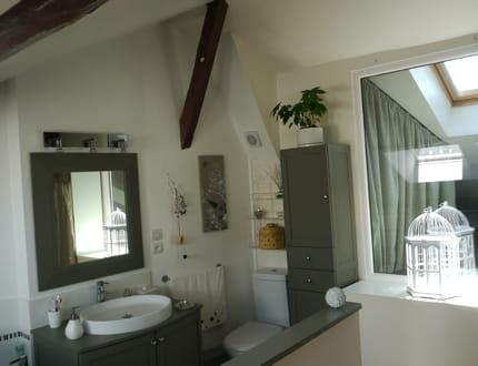 un moment de bien tre dans la salle de bains. Black Bedroom Furniture Sets. Home Design Ideas