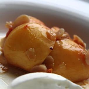 wok de pêches jaunes aux amandes effilées et miel