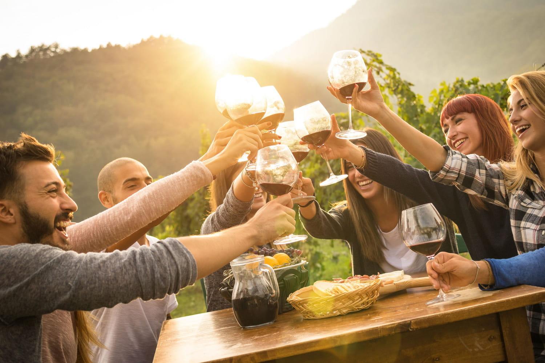 Mentez sur le prix de votre bouteille de vin... Vos amis l'apprécieront plus!