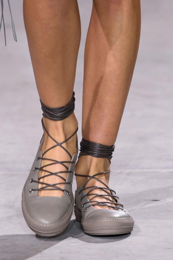 Les chaussures lacées du défilé Diesel Black Gold
