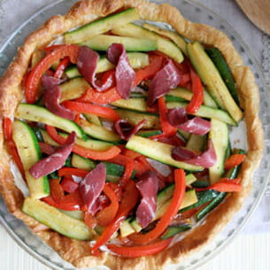 tarte fine aux légumes grillés et tranches de magret