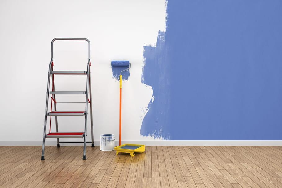 Peindre sur du papier peint, c'est possible!