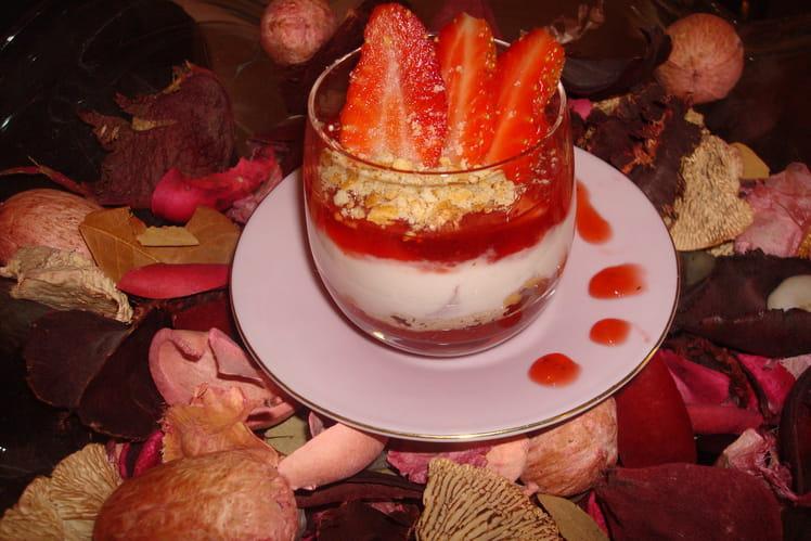 Verrine gourmande au coulis de fraise