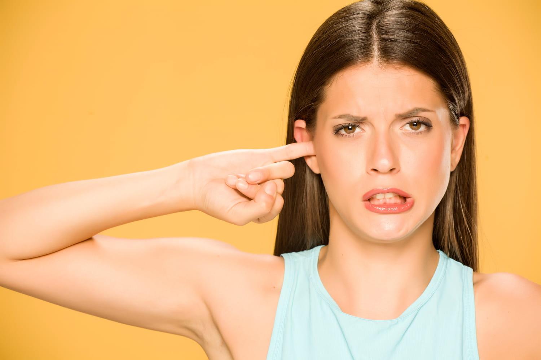 Corps étranger dans l'oreille: symptômes, extraction