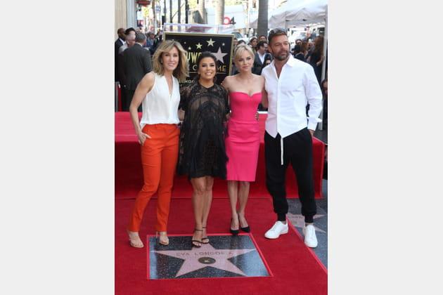 Entourée de Felicity Huffman, Anna Faris et Ricky Martin