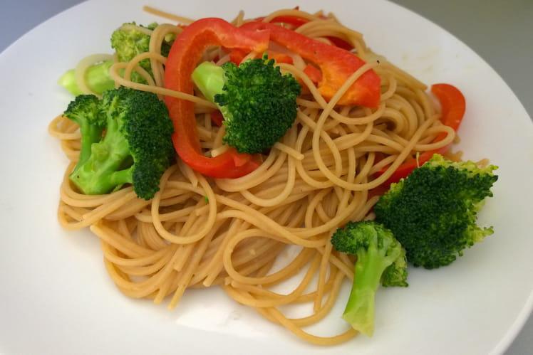 Spaghettis aux légumes et beurre de cacahuètes