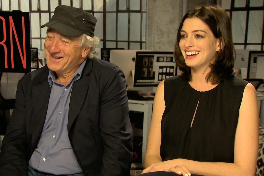 Robert De Niro et Anne Hathaway, en entretien d'embauche pour Le Journal des Femmes