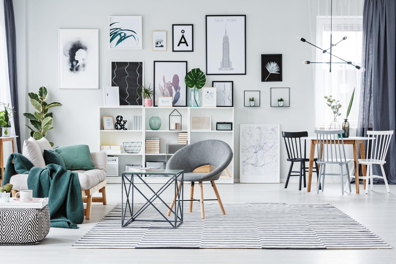 Chaises, fauteuils et autres assises d'appoint s'installent au salon