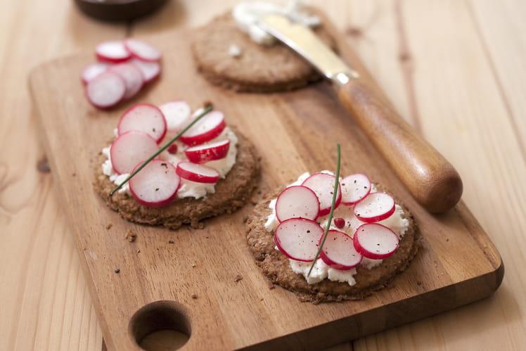 Digestive biscuits au chèvre frais et radis