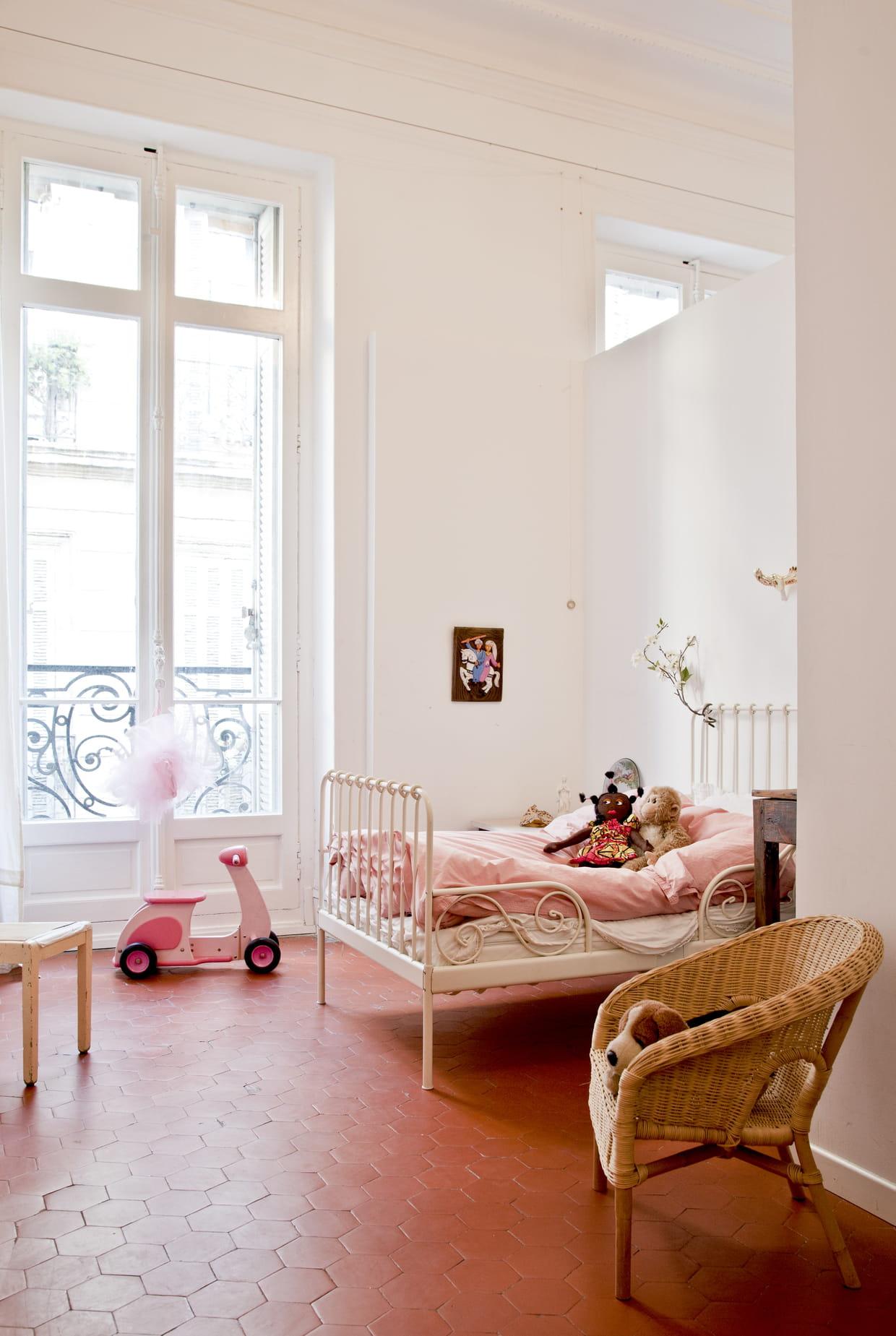 #400804 Avec Lit En Fer Forgé 1551 chambre petite fille lit fer forgé 1240x1849 px @ aertt.com