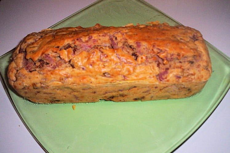 Cake aux lardons, tomates séchées et jambon fumé